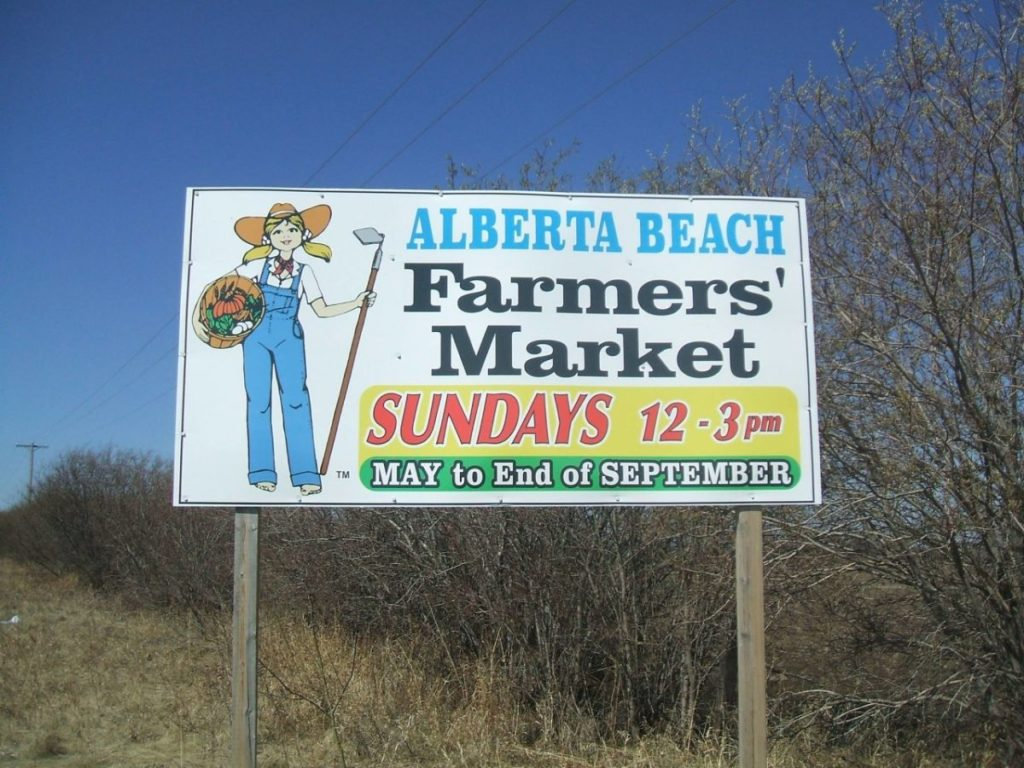 A picture of a road sign advertising the Alberta Beach Farmers market